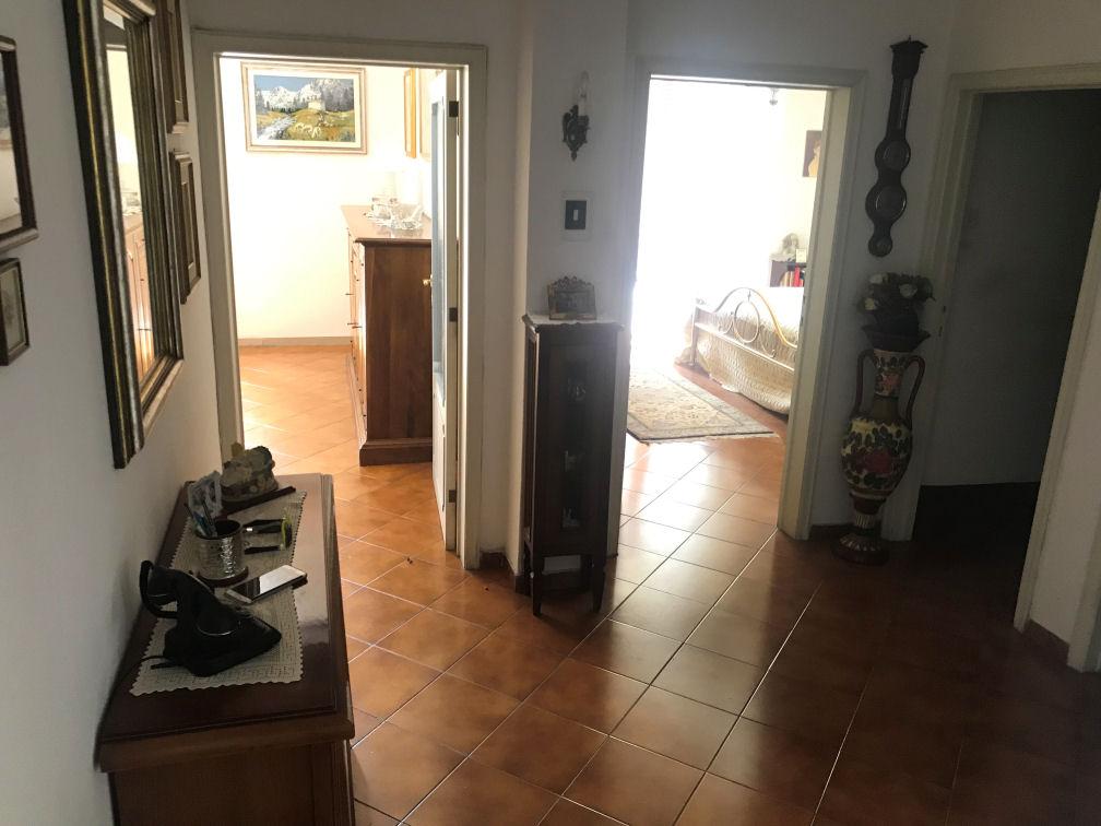 Arezzo. Zona Giotto. Appartamento in stabile di solo due unità abitative. 3 locali.