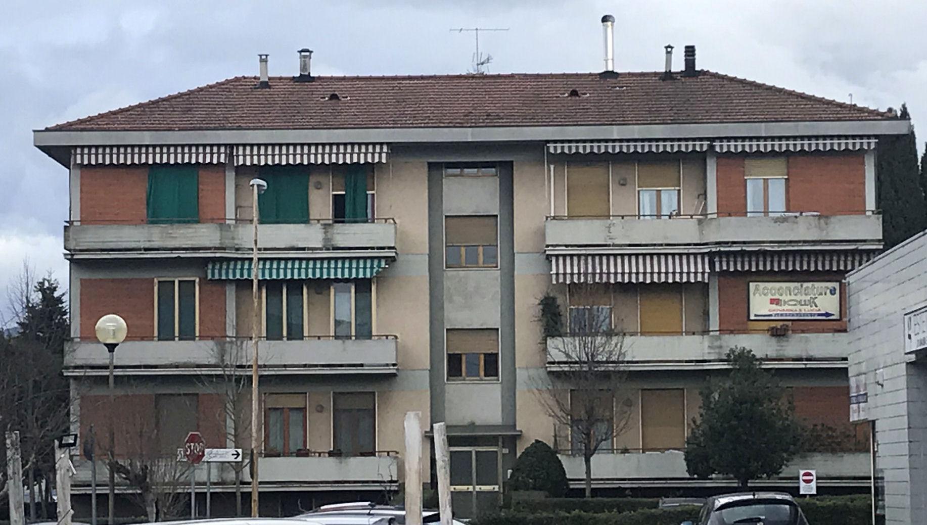 Arezzo. Via Giovanni Acuto, zona Ospedale. Appartamento 4 locali con soffitta e garage doppio.
