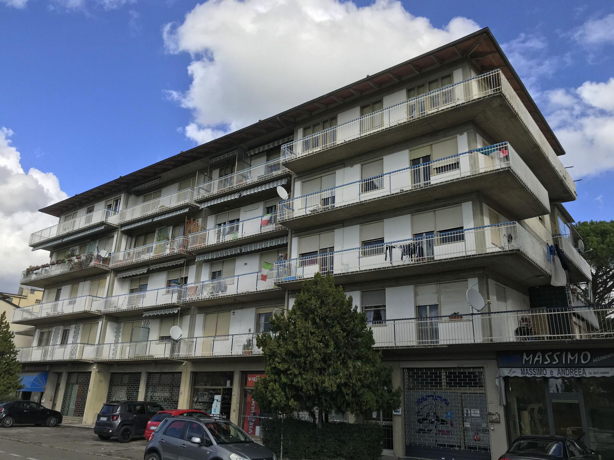 Arezzo. Viale Mecenate. Appartamento 3 locali con soffitta e garage.