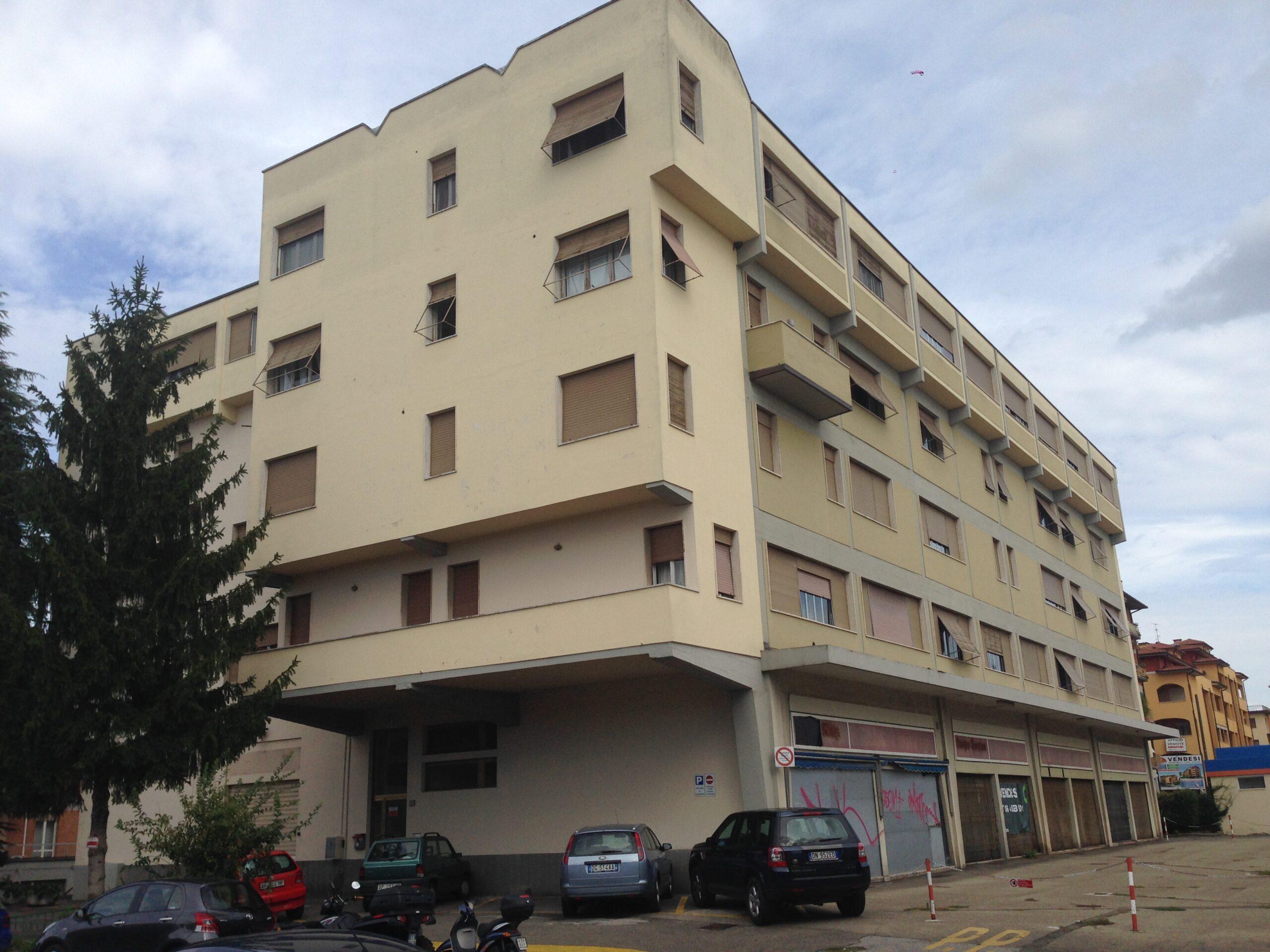 Arezzo. Via Bologna, zona Marco Perennio. Appartamento 5 locali. Luminoso