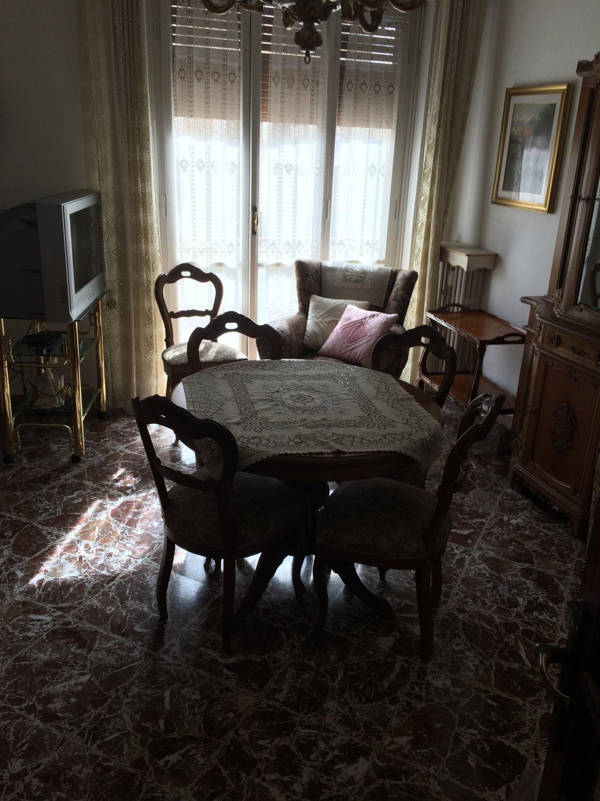 Arezzo. Zona Giotto. Appartamento 3 locali piano terzo.